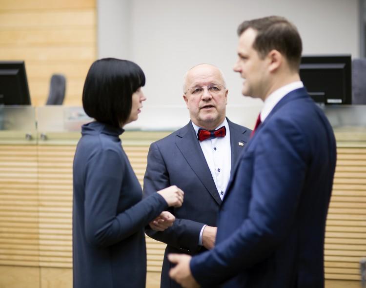 Socialdemokratai siūlo pataisas Išmokų vaikams įstatymui: tėvai nebūtų verčiami prašytojais