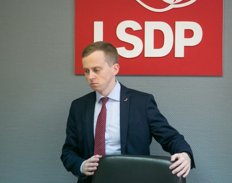 Etikos ir procedūrų komisija pasiūlė šalinti frakcijų koaliciją sudariusius LSDP narius