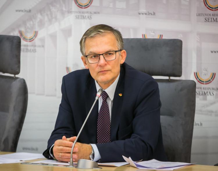 """Ministro nerandančiam Premjerui """"dalgis pakliuvo ant akmens"""", sako J. Sabatauskas"""