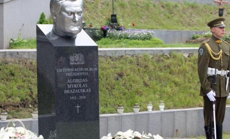 A. M. Brazausko mirties dienos minėjimas Antakalnio kapinėse